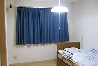 すべて個室となっています。お好きな家具を持って来て、その人らしい居室として使用して頂きます